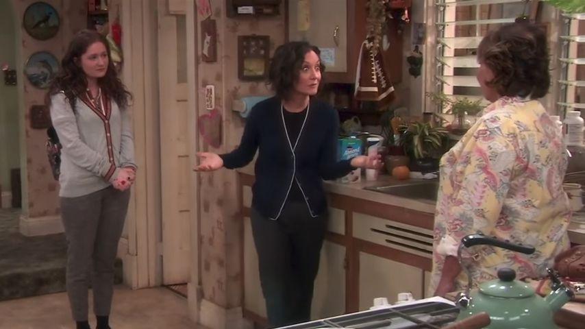 """Emma Kenney, Sara Gilbert und Roseanne Barr im """"Roseanne""""-Trailer"""