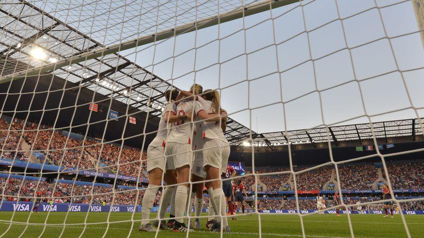 Spielerinnen der englischen Nationalmannschaft bejubeln ein Tor bei der Frauen-WM 2019