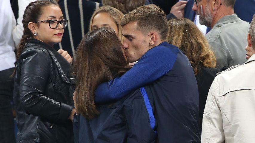 Erika Choperena und Antoine Griezmann nach dem EM-Spiel gegen Island