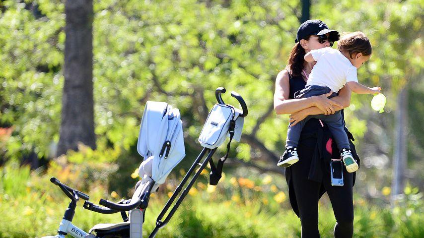 Süß: Hier tollt Eva Longoria mit ihrem Sohn Santiago im Park