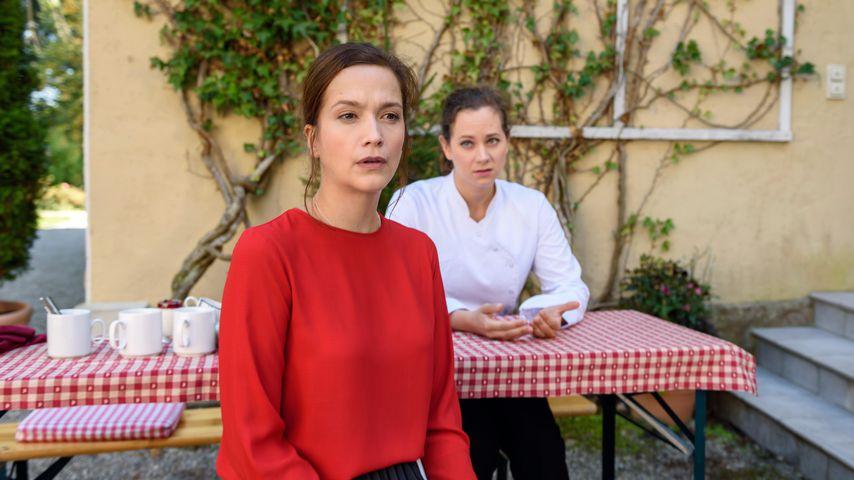 """Eva Saalfeld (Uta Kargel) und Tina Kessler (Christin Balogh) am Set von """"Sturm der Liebe"""""""
