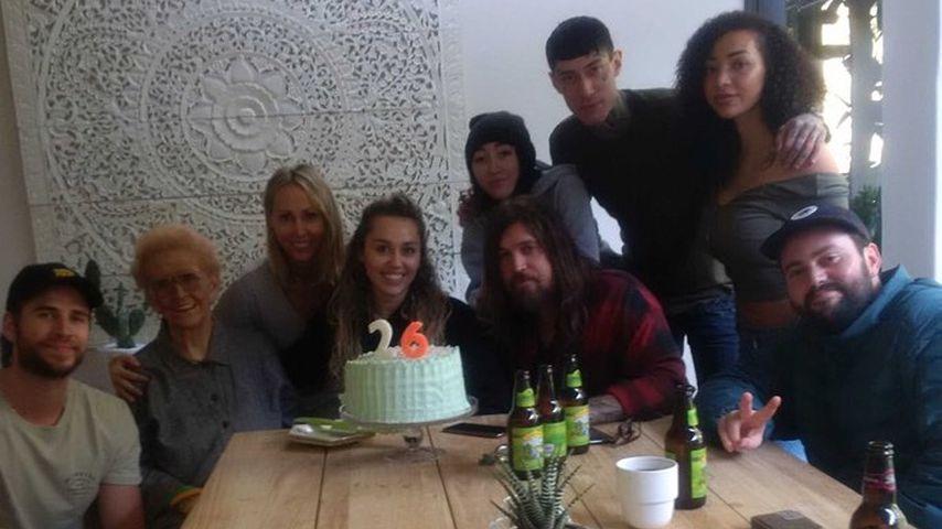 Nach Feuer-Drama: So feierte Familie Cyrus Mileys Geburtstag