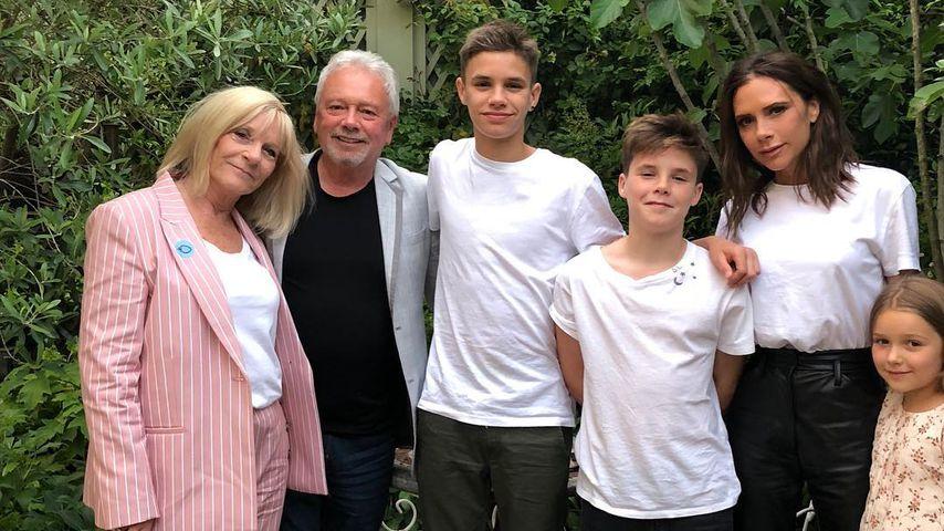 Victoria Beckham mit ihren Eltern Jackie und Anthony Adams und ihren Kindern