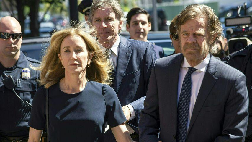 Felicity Huffman und ihr Ehemann auf dem Weg zum Gericht