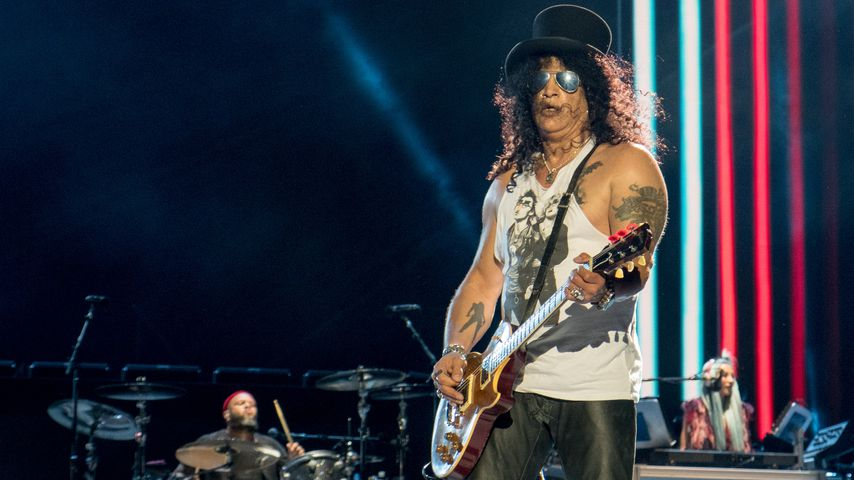 "Frank Ferrer, Slash und Melissa Reese von Guns N' Roses bei der ""Not in This Lifetime""-Tour"
