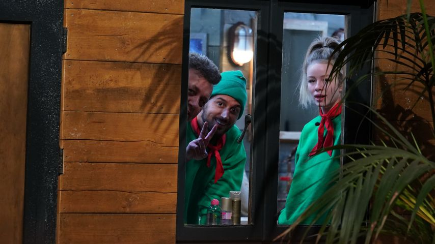 Frank Fussbroich, Mike Heiter und Zoe Saip im Tiny House der Dschungelshow
