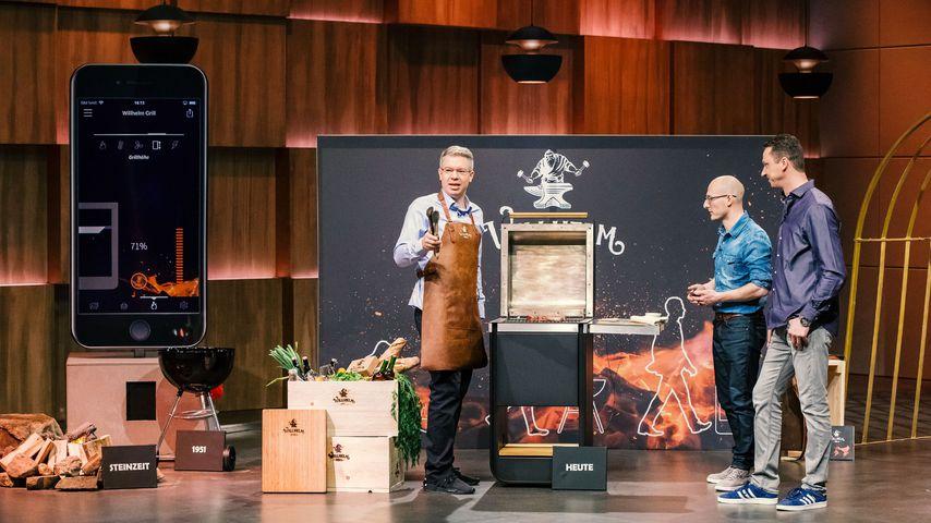 Frank Thelen und Michael Schunke und Mathias Dögel mit ihrem Willhelm Grill