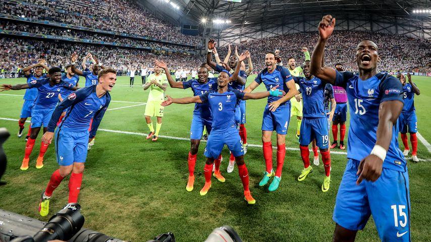 Frankreichs Nationalteam beim Schlussjubel nach dem Halbfinale