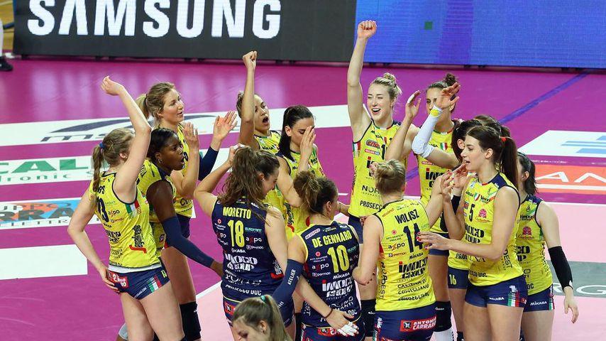 Heiß: Italienische Volleyballerinnen feiern ihren Sieg nackt