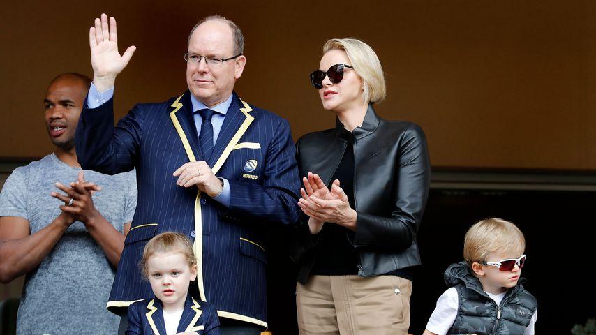 Fürst Albert und Fürstin Charlène mit ihren Kindern Gabriella und Jacques