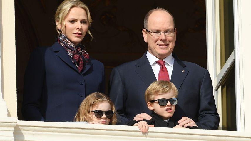 Fürstin Charlène und Fürst Albert von Monaco mit ihren Kindern Gabriella und Jacques