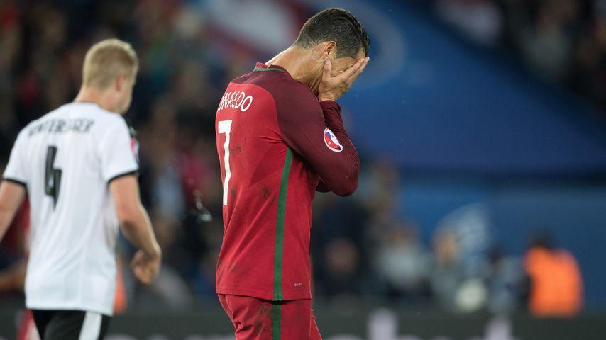 Fußballstar Cristiano Ronaldo bei dem Spiel Portugal gegen Österreich der EM 2016