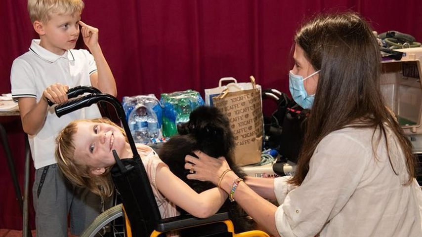 Was ist los? Prinzessin Gabriella von Monaco im Rollstuhl