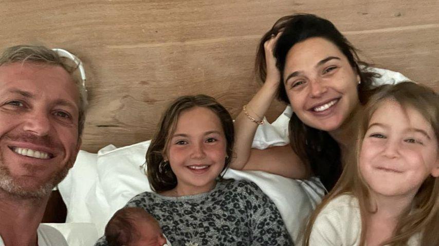 Gal Gadot mit ihrer Familie im Juni 2021