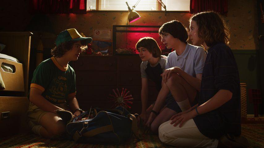 """Gaten Matarazzo, Noah Schnapp, Finn Wolfhard und Millie Bobby Brown in """"Stranger Things"""""""