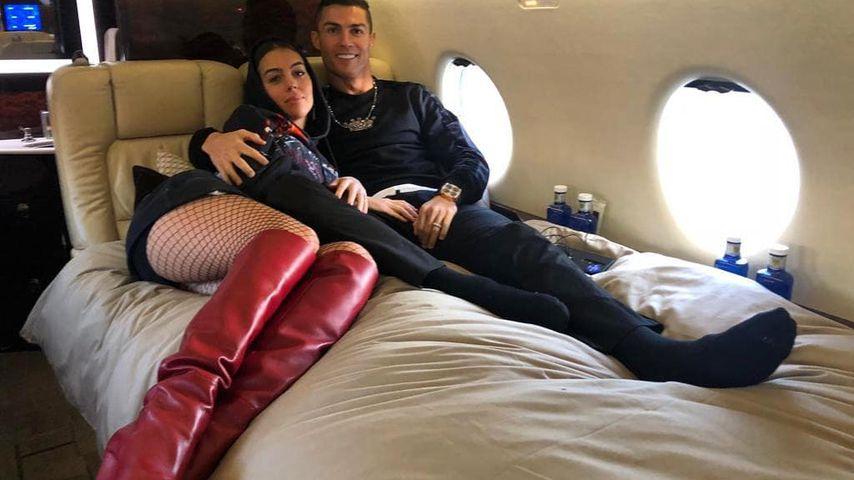 Mit sexy Netzstrumpfhose: Georgina & Ronaldo über den Wolken