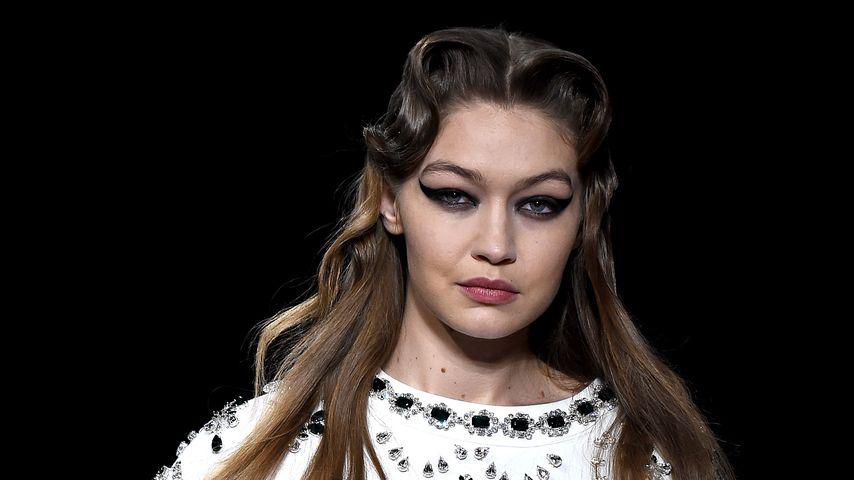 Gigi Hadid im März 2020 auf der Paris Fashion Week
