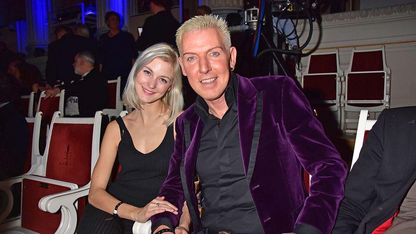 Halb so alt: H.P. Baxxter schmückt sich mit Model-Freundin!