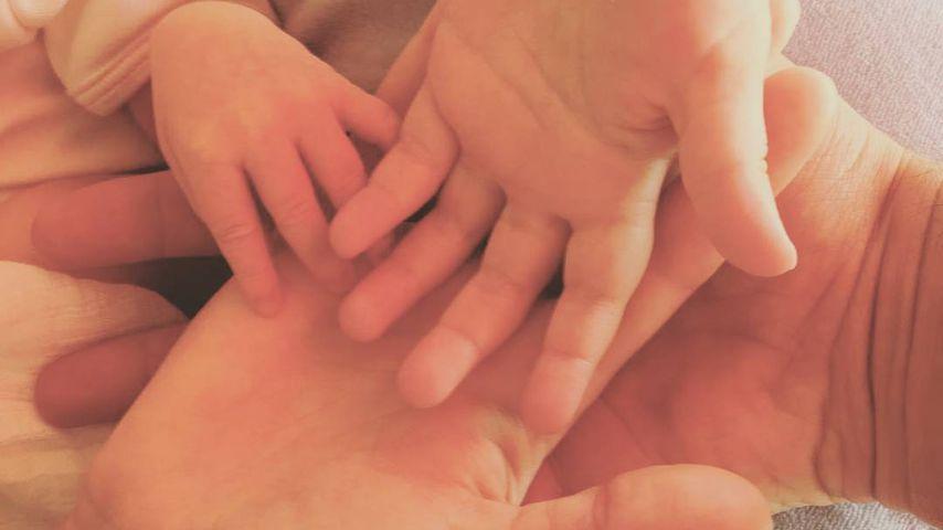 Hände der Familie Djokovic