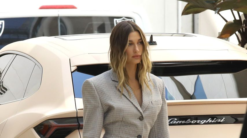 Hailey Bieber im superschicken Business-Look gesichtet