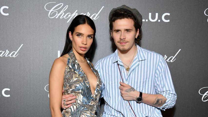 Hana Cross und Brooklyn Beckham posieren im Mai 2019 in Cannes