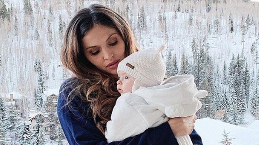 Hana Nitsche mit ihrer Tochter im Winterurlaub