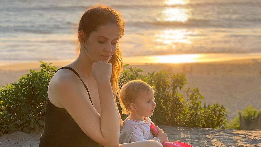 Hana Nitsche und ihre Tochter Aliyah in Laguna Beach, Kalifornien