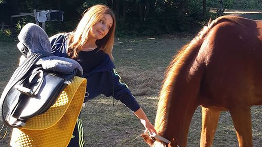 TV-Maklerin Hanka Rackwitz mit ihrem Pferd