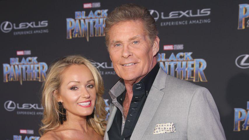 """Hayley Roberts und David Hasselhoff  bei der Filmpremiere von """"Black Panther"""""""