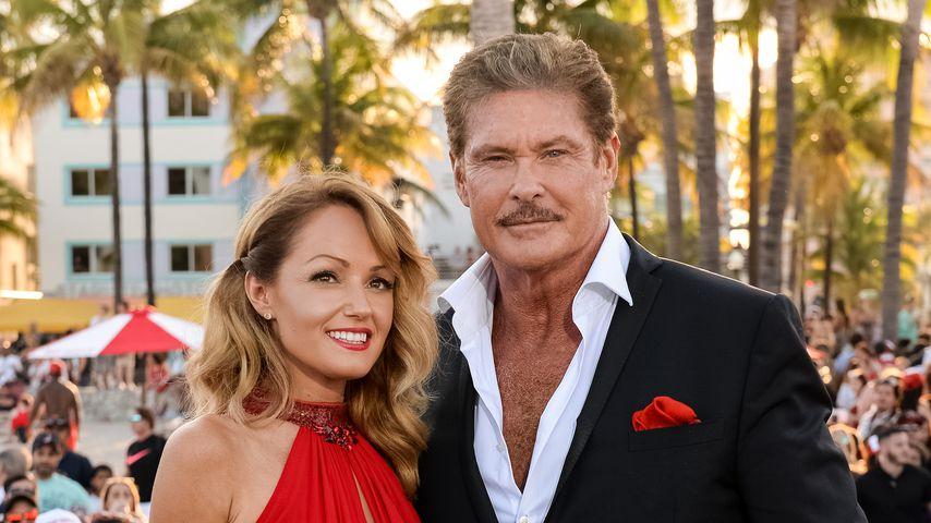"""Hayley Roberts und David Hasselhoff bei der """"Baywatch""""-Premiere in Miami"""