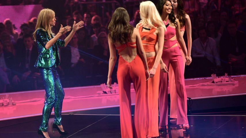 Heidi Klum und die Kandidatinnen beim GNTM-Finale 2014