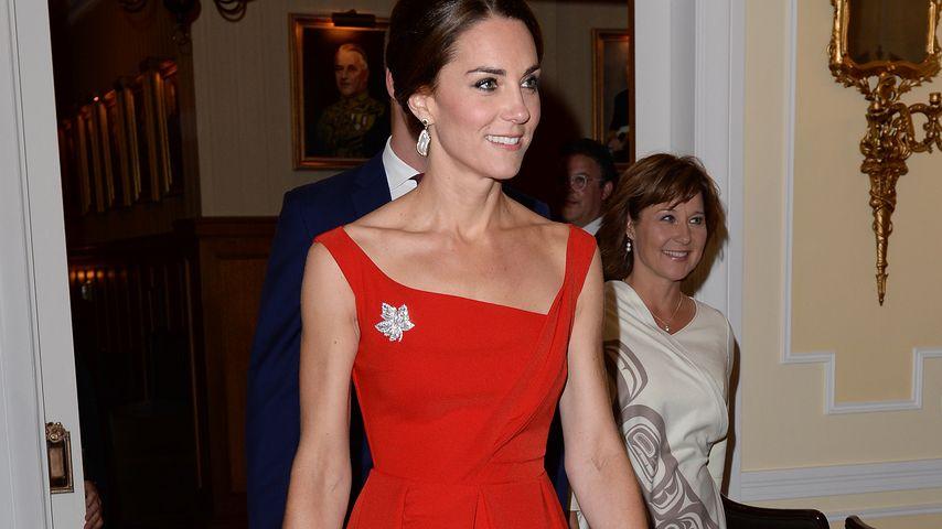 Sexy in Rot! Herzogin Kate zeigt ungewöhnlich viel Haut