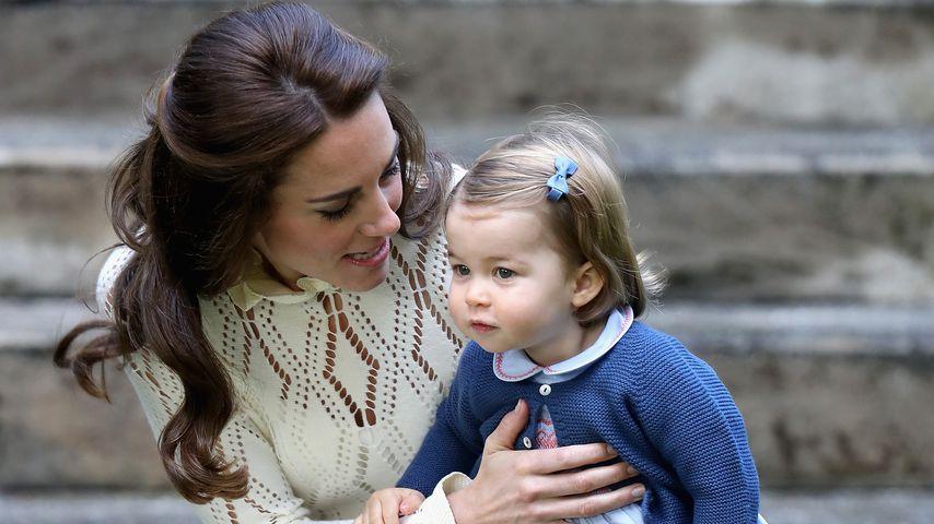 Herzogin Kate und Prinzessin Charlotte in Victoria, 2016