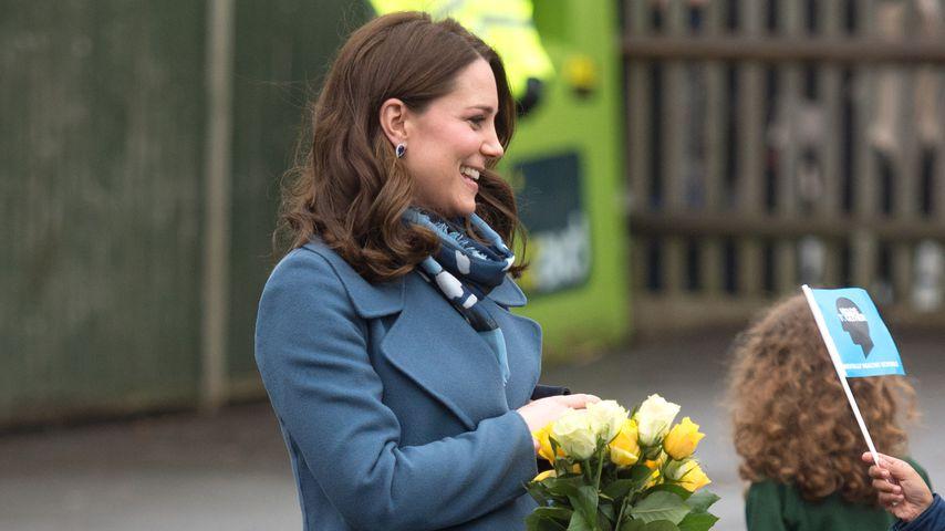 Herzogin Kate bei ihrem Besuch der Roe Green Junior School im Nordwesten Londons