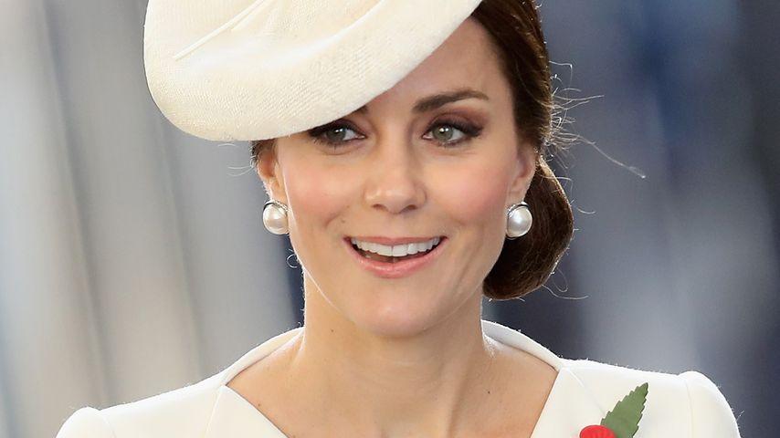 Beim zur Schule bringen: Herzogin Kate wird nicht beachtet!