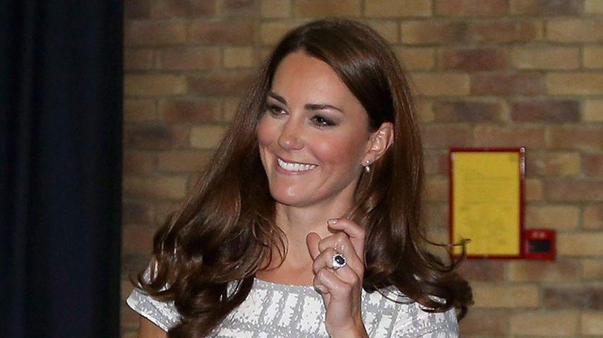 Nackt! Herzogin Kate zeigt ihre Füße unverpackt