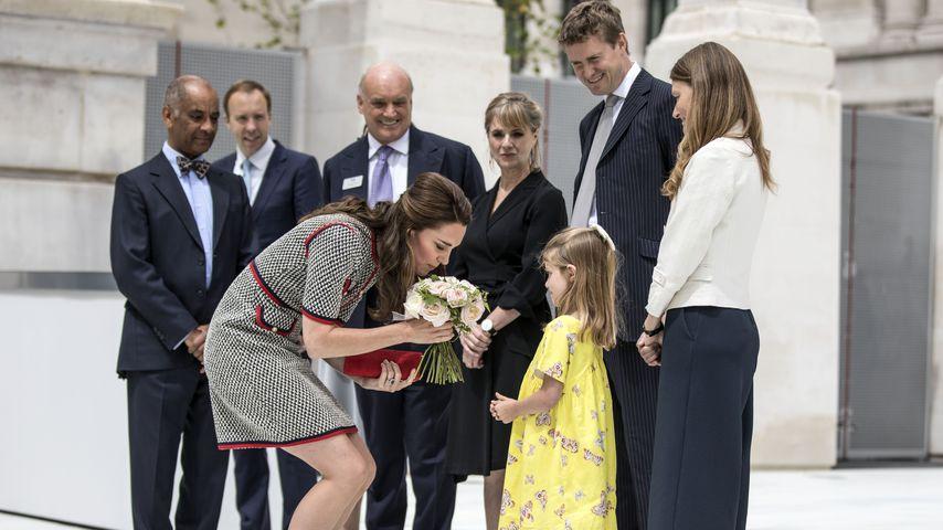 Herzogin Kate besucht das Victoria & Albert Museum in London