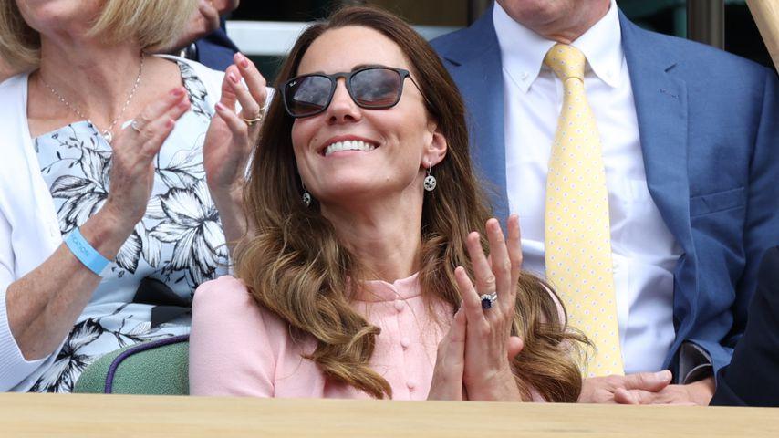 Fußballfans sind begeistert von Herzogin Kates Ohrringen!