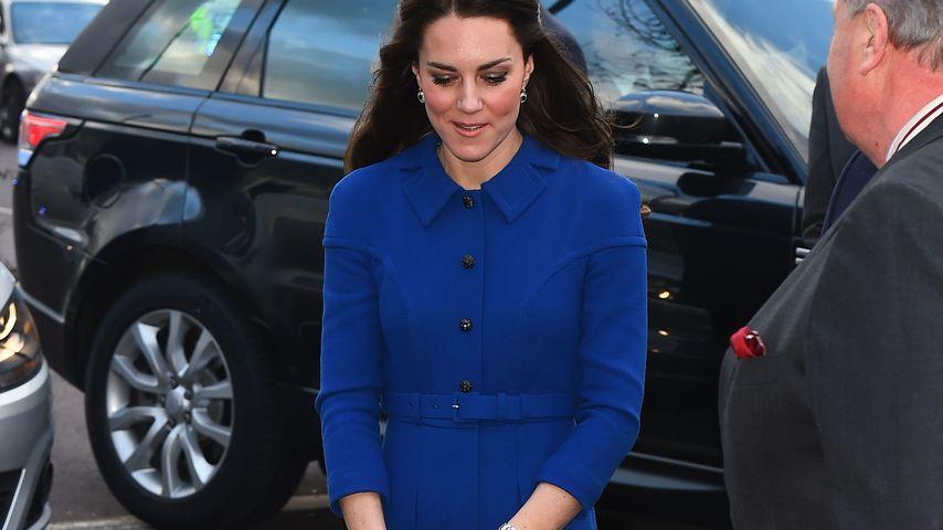 Klammeräffchen: Darum gibt's Herzogin Kate nur mit Clutch