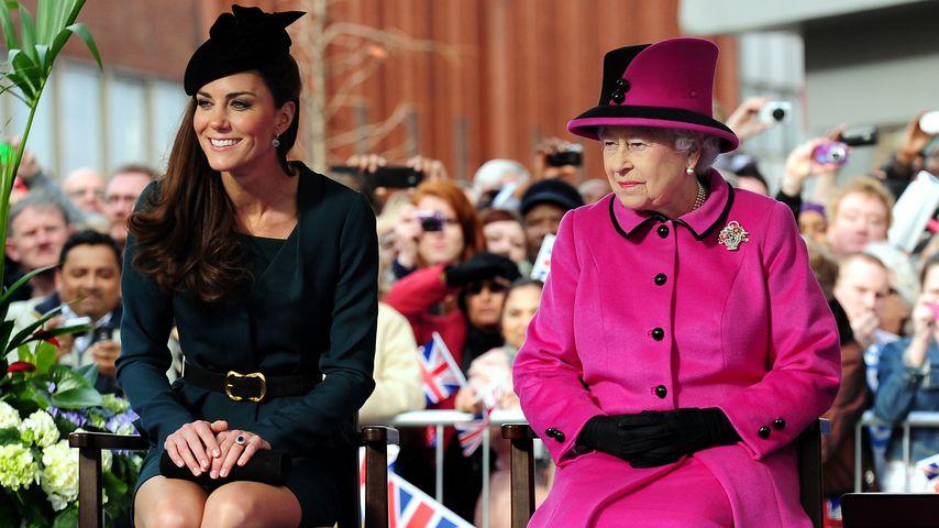 Herzogin Kate und Queen Elizabeth II., 2012