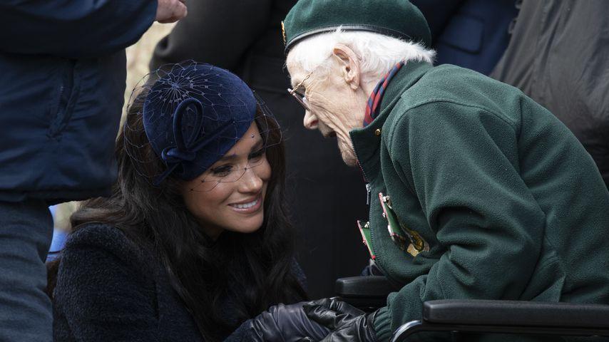 Rührende Geste: Herzogin Meghan küsste Veteranen auf Wange!