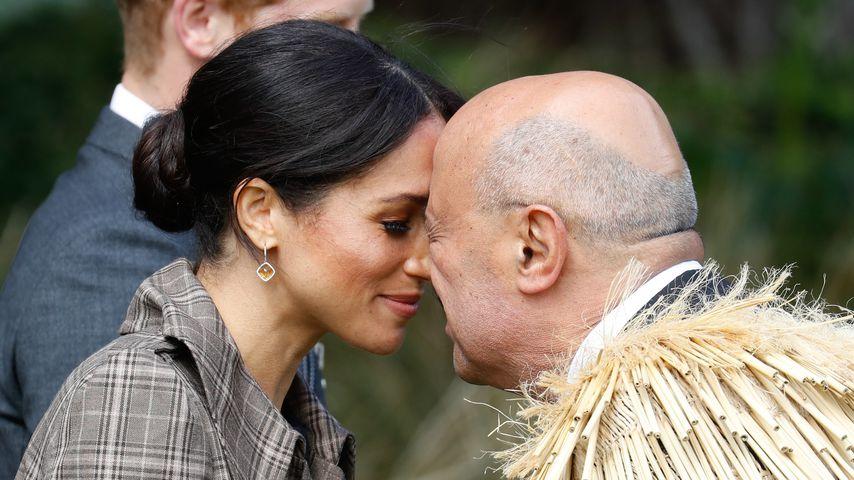 Nase an Nase: Das steckt hinter Meghan und Harrys Begrüßung!
