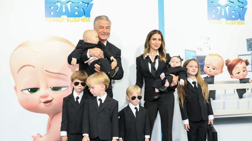 Hilaria und Alec Baldwin mit ihren Kindern bei einer Filmpremiere in New York