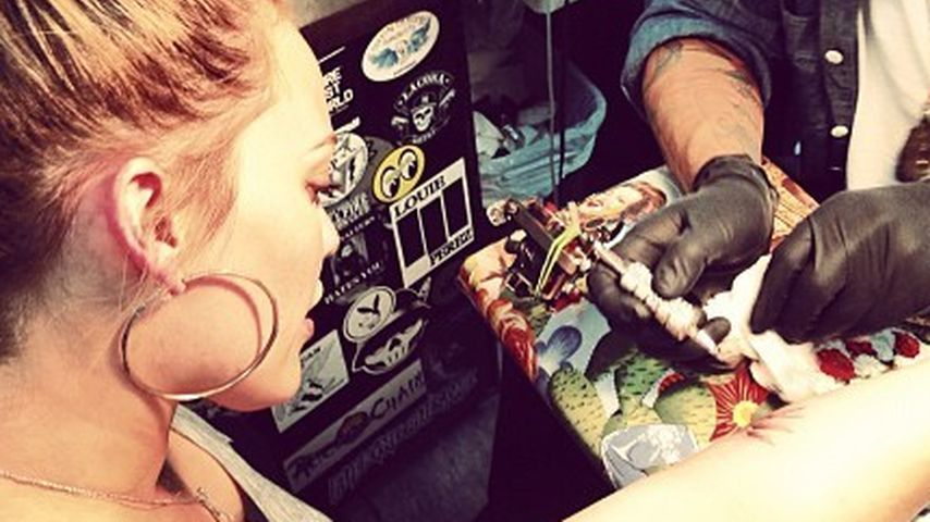 Neues Tattoo! Das ließ sich Hilary Duff stechen