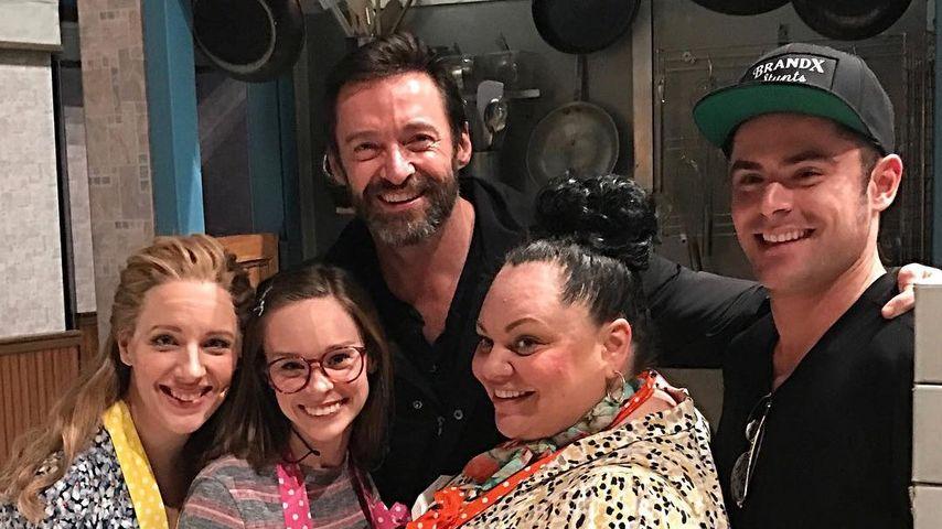 """Hugh Jackman und Zac Efron mit dem Cast von """"Waitress"""""""