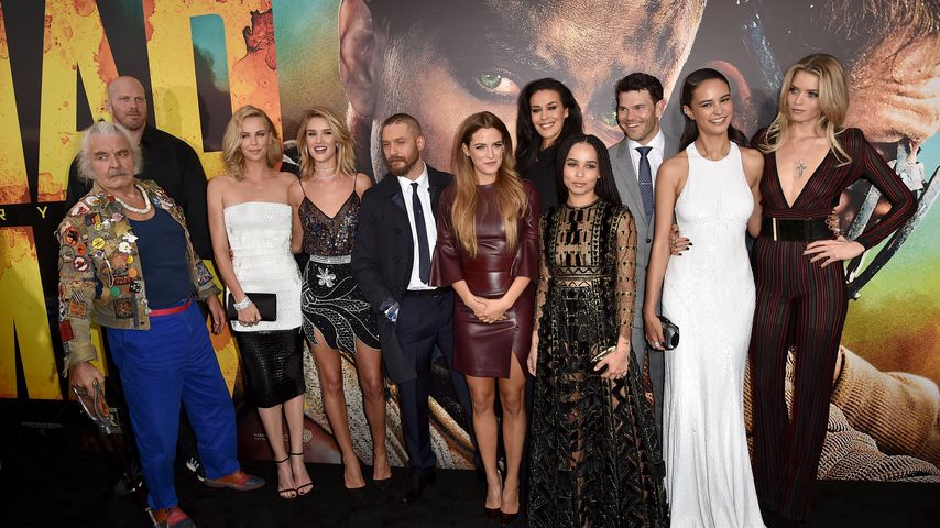 "Hugh Keays-Byrne mit dem Cast von ""Mad Max: Fury Road"""
