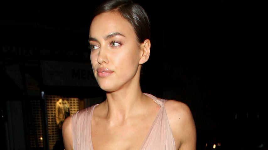 Sexy Bradley-Fan: Irina Shayk zeigt Bein & Dekolleté