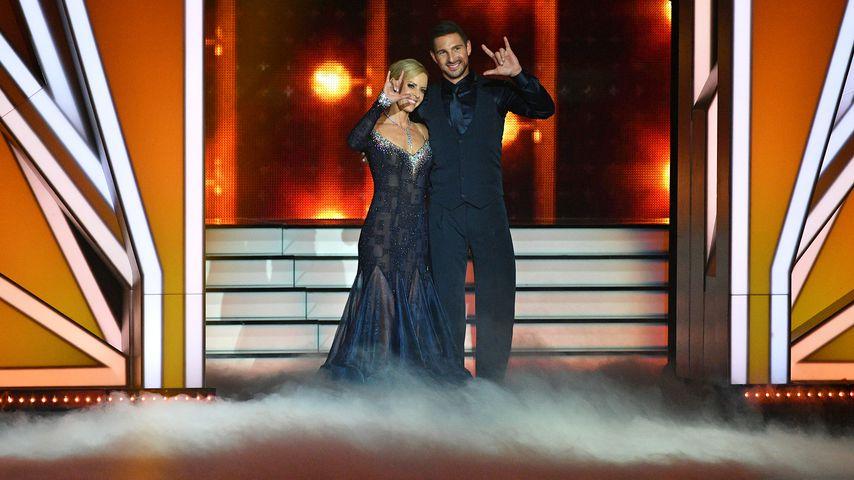 """Isabel Edvardsson und Benjamin Piwko in der ersten Folge von """"Let's Dance"""" 2019"""