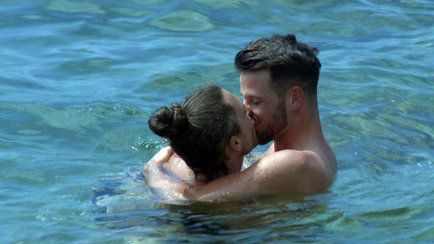 Unter Wasser: Jacob ertastet Prince Charmings Intimfrisur!