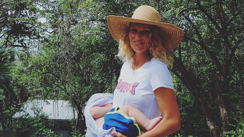 Janni Hönscheid mit ihrem Sohn Emil-Ocean in Costa Rica